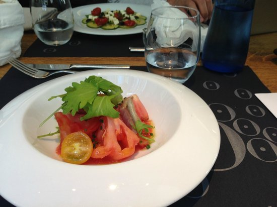 Hotel Ohla Barcelona: salad and appetizer as part of the lunch menu