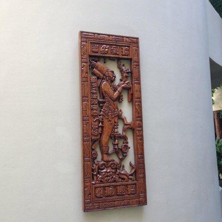 Maya Villa Condo Hotel & Beach Club: artwork that adorns the walls