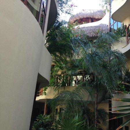 Maya Villa Condo Hotel & Beach Club : view from entry
