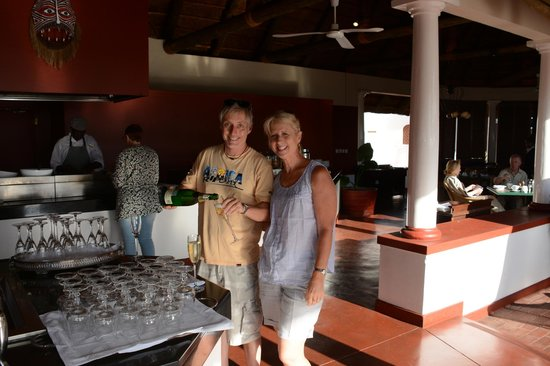 The Victoria Falls Hotel: Champagne for breakfast