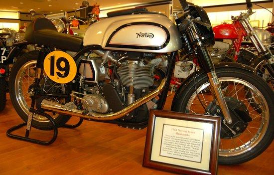Solvang Vintage Motorcycle Museum : Norton Manx