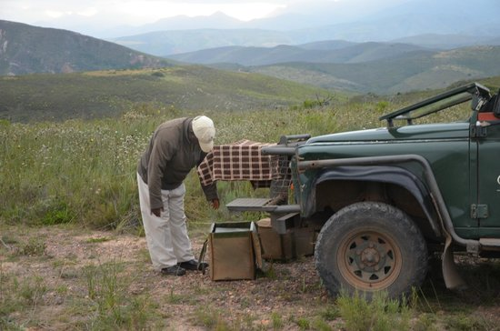 Gondwana Game Reserve: Game Drive - Ranger making arrangements for drinks