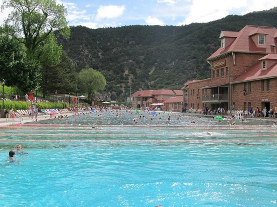 Glenwood Hot Springs Pool : 10:00a at the Hot Springs on a weekend