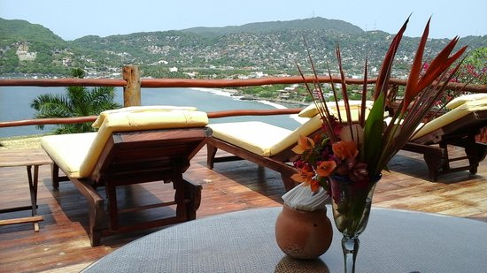 Casa Cuitlateca: Overlooking the bay from the dining area