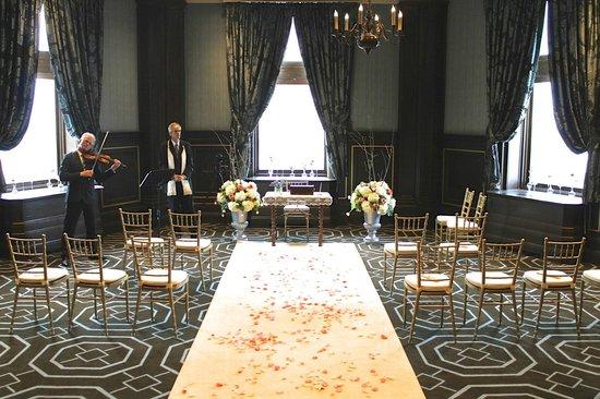Fairmont Le Chateau Frontenac : Wedding Ceremony in the Petit Frontenac salon