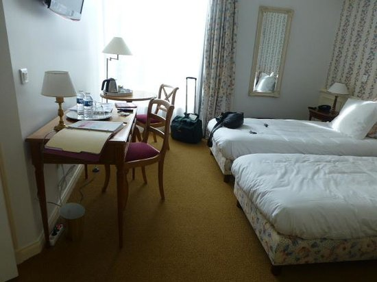Chateau de La Rozelle : The bedroom was not large but quaint