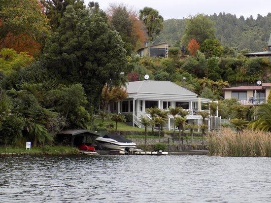 Rotorua Duck Tours: Blue Lake