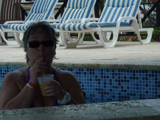 Coyaba Beach Resort : pool bar