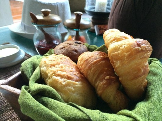 Four Seasons Resort Bali at Sayan: Warm croissants!