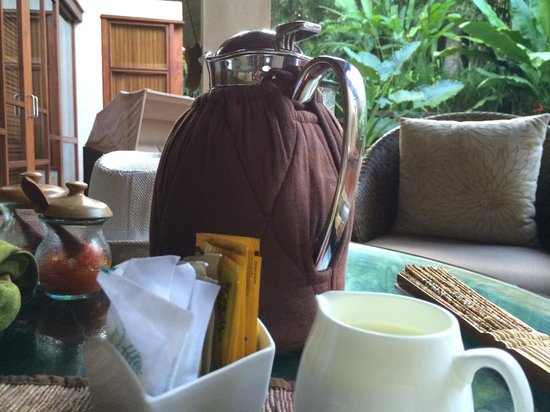 Four Seasons Resort Bali at Sayan: Coffee, part the morning levee ritual