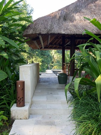 Four Seasons Resort Bali at Sayan : Entrance of the villa, could be passed by a bale