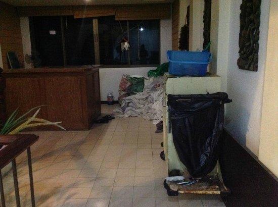 Shakespeare Inn: maid area in hallway