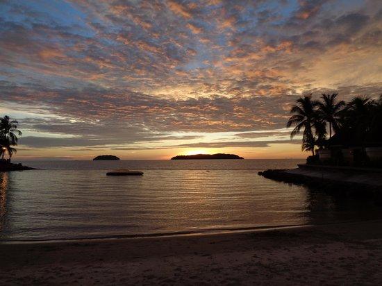 Shangri-La's Tanjung Aru Resort & Spa: Sunset over the beach