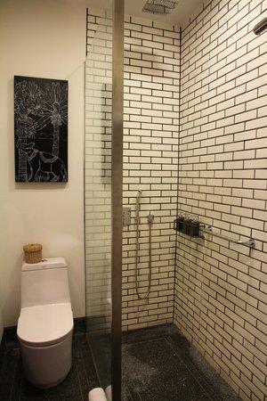 Shinta Mani Club: Classy bathroom