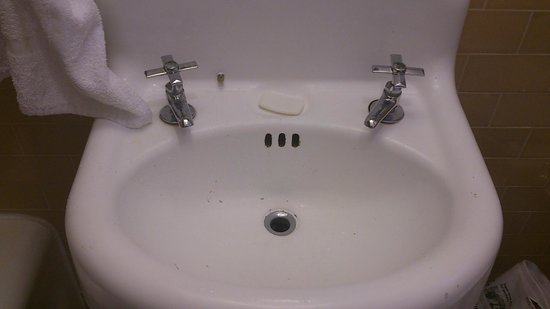 Sonora Inn : old sink in our bathroom