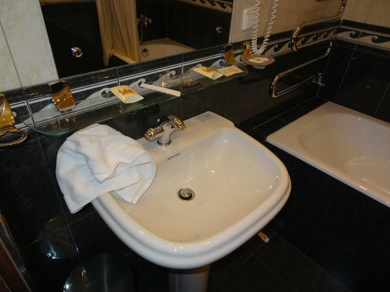 Peking Hotel: Ванная