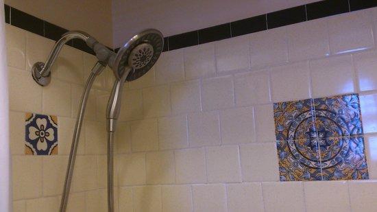 Sonora Inn: new shower head