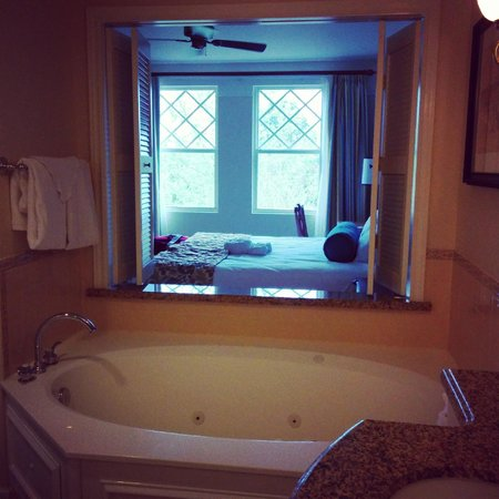 Disney's Saratoga Springs Resort & Spa: View from bathroom to the bedroom