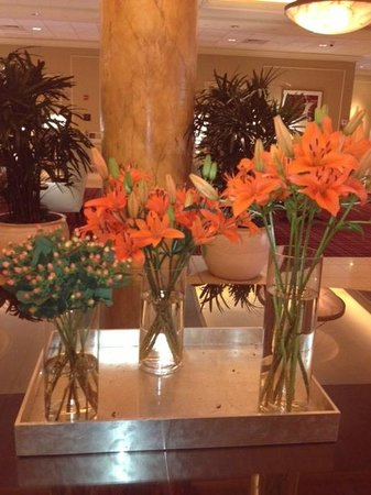 St. Louis City Center Hotel: Hotel Lobby - Gorgeous Flowers