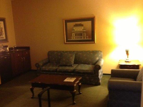 St. Louis City Center Hotel: Suite Living Room