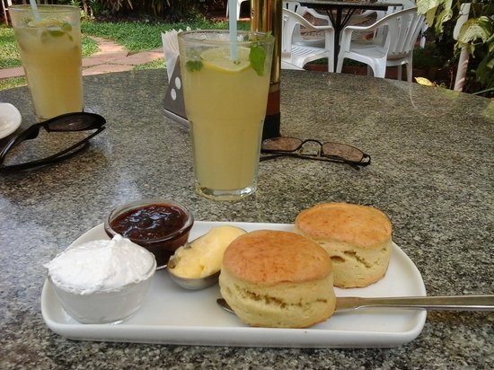 Scones, Jam & Cream with Ginger Lime Fizz - Bild von Chocolatti ...