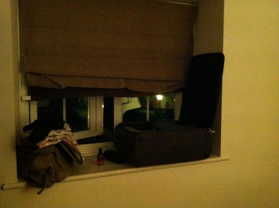 Highfield Park: The only place to fit my suitcase is tbe window ledge!
