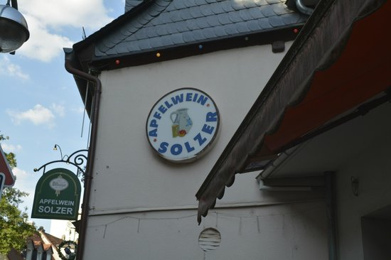Apfelwein Solzer: Entrance