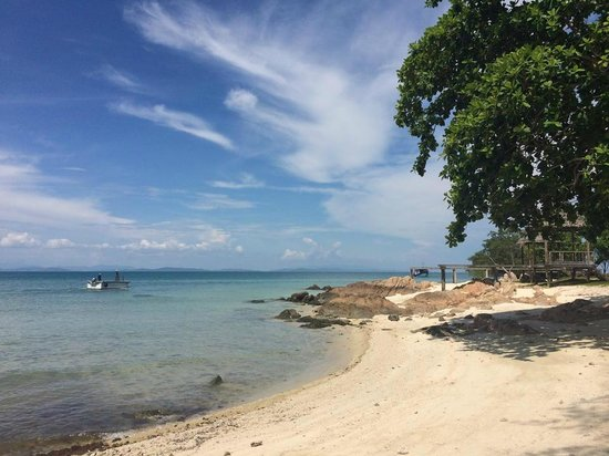 Koh Munnork Private Island Resort by Epikurean Lifestyle : white sand beach