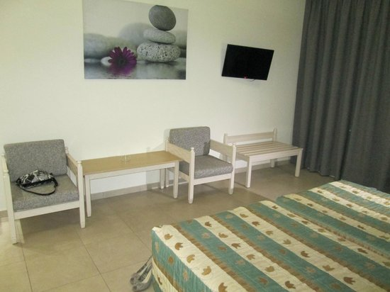 Christabelle Hotel Apartments: номер