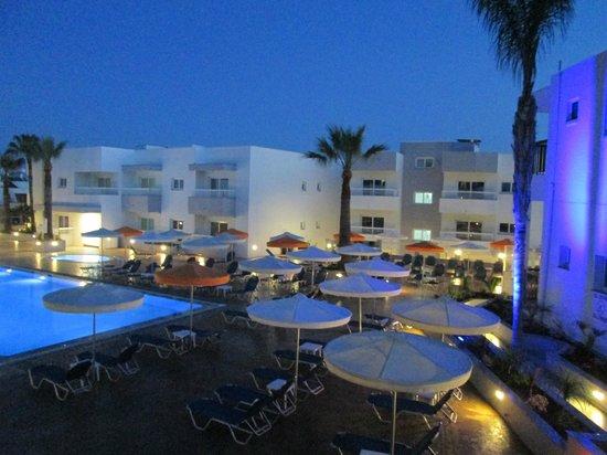 Christabelle Hotel Apartments: вид с балкона