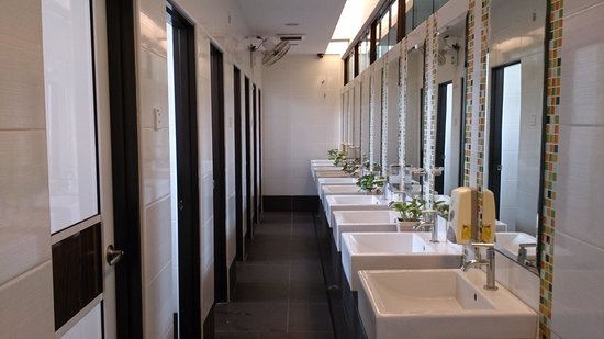 Sunflower Hotel Malacca: share bathrooms