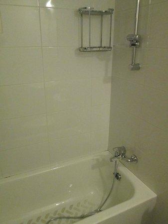 Christabelle Hotel Apartments: ванная