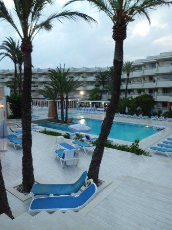 SOM Llevant Suites Hotel: piscina exterior