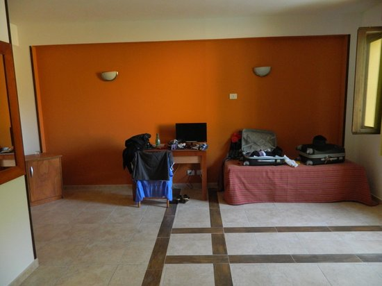 L'Oasi Di Selinunte - Club Marmara Sicilia : televiseur 40cm lit à 5m !! jumelles non fournies