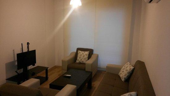 Beyaz Kugu Evleri: İzmir'de yer alan Beyaz Kuğu Evleri, mutfaklı konaklama olanağı sunar. Tesisin dairelerinde klim