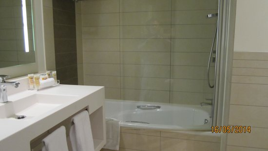 Pullman Paris Centre - Bercy: Bathroom
