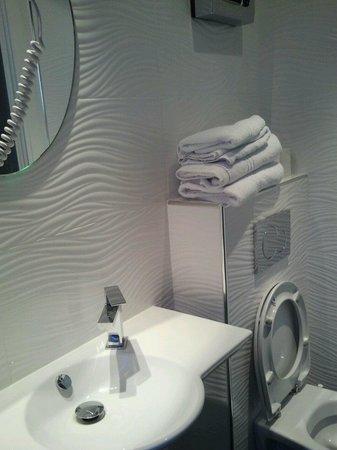 Hotel Mirific Opera : bagno nuovissimo