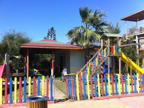 Caretta Beach Hotel: Children Club in the hotel Garden