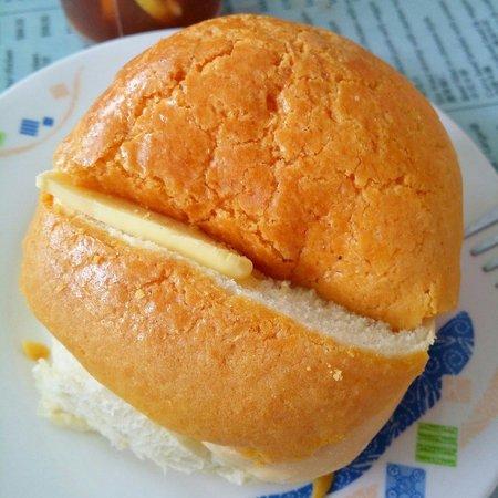 Mido Cafe: Polo bun with butter