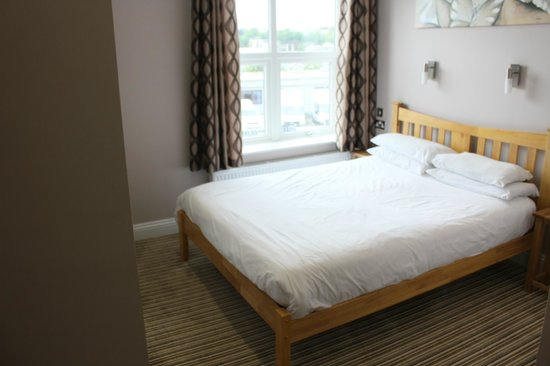 Marlborough Guest House: King size bed