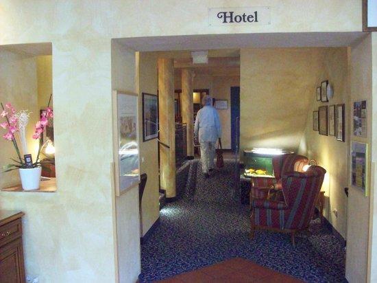 Hotel Asgard: Eingang mit Kinderspielecke