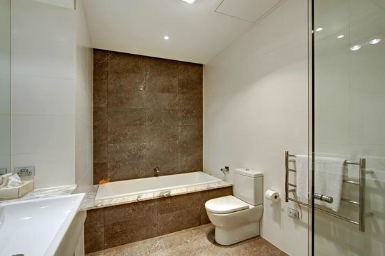 Byron Bay Penthouse Apartments: Ensuite bathroom