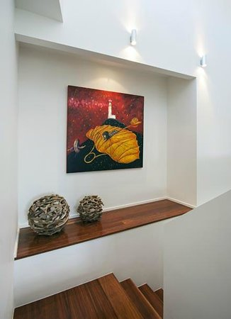 Byron Bay Penthouse Apartments: Beautiful local artwork