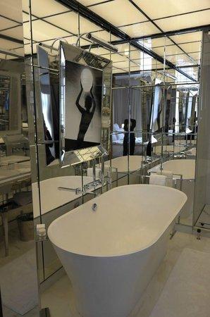 Le Royal Monceau-Raffles Paris : bathroom