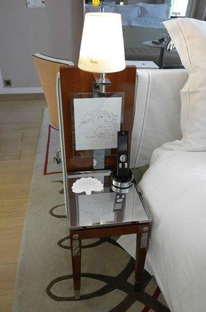 Le Royal Monceau-Raffles Paris : bedside table with drawings
