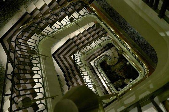 Le Royal Monceau-Raffles Paris: Staircase