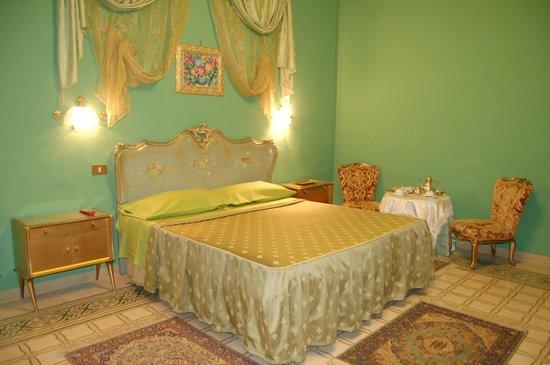 Hotel Alessandra: room green