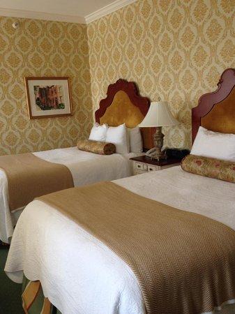 Phoenix Park Hotel: Twin room - 8th floor