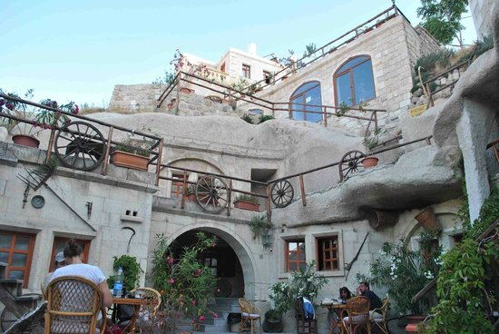 ShoeString Cave House: Outside view of the hotel
