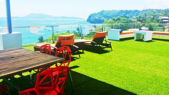 Lalaguna Villas: Penthouse balcony